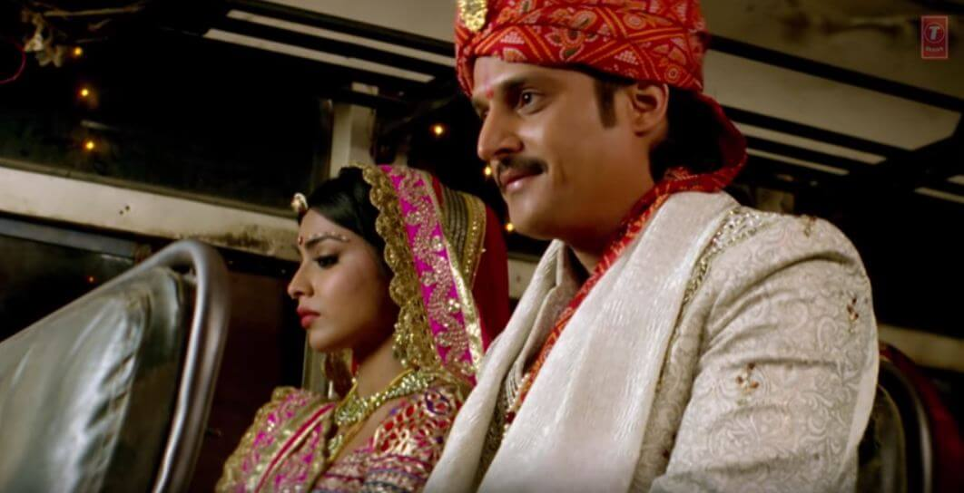 Jimmy Sheirgill, Shriya Saran from phamous movie song dil beparwah wedding in bus photo
