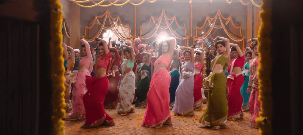 sexy belly of kaitrena kaif in the movie of bharat song aithey lyrics