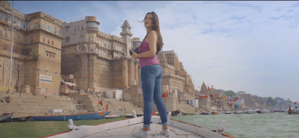 Sexy back pose of hot actress in song hawa banke music video at Banaras (Varanasi) location shoot