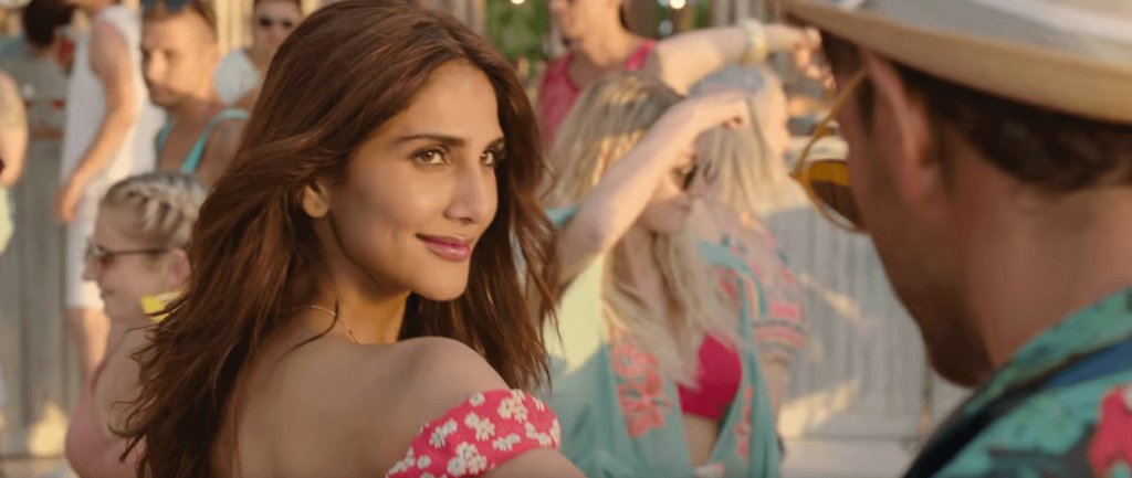 Sexy eyes of Vaani kapoor age in red dress